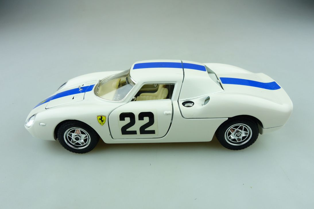 Bburago 1/24 Ferrari 250 Le Mans Racer 1965 ohne Box 511617