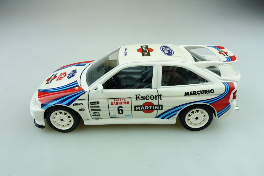 Bburago 1/24 Ford Escort RS Cosworth Rallye Sanremo Martini ohne Box 511630