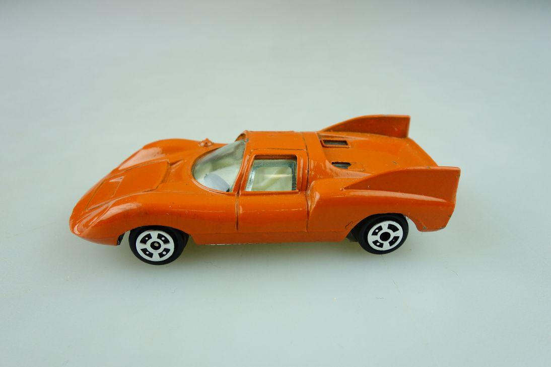 1020 Yatming 1/64 Porsche 910 Rennwagen Racer orange ohne Box 511648