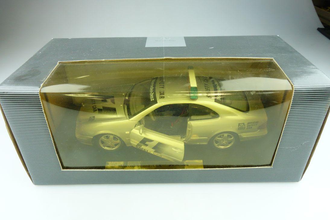 Anson 1/18 Mercedes Benz CLK AMG Coupe Renn Safety Car mit Box 511704