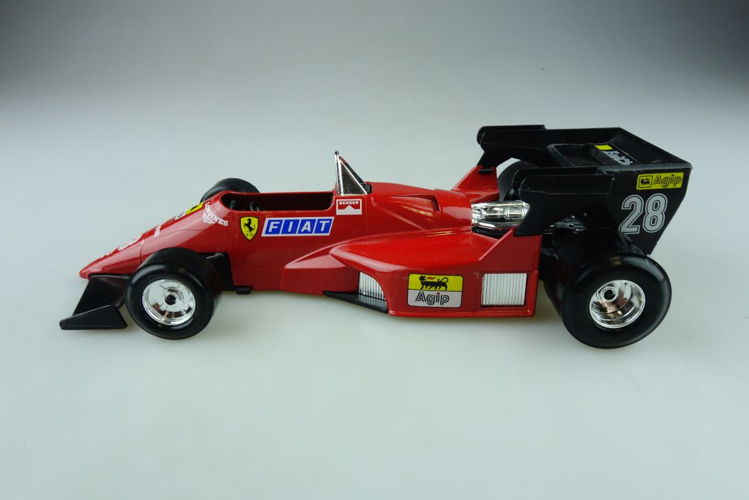 Burago 1/24 Ferrari 126 C4 Turbo Formel 1 Rennwagen ohne Box 511706