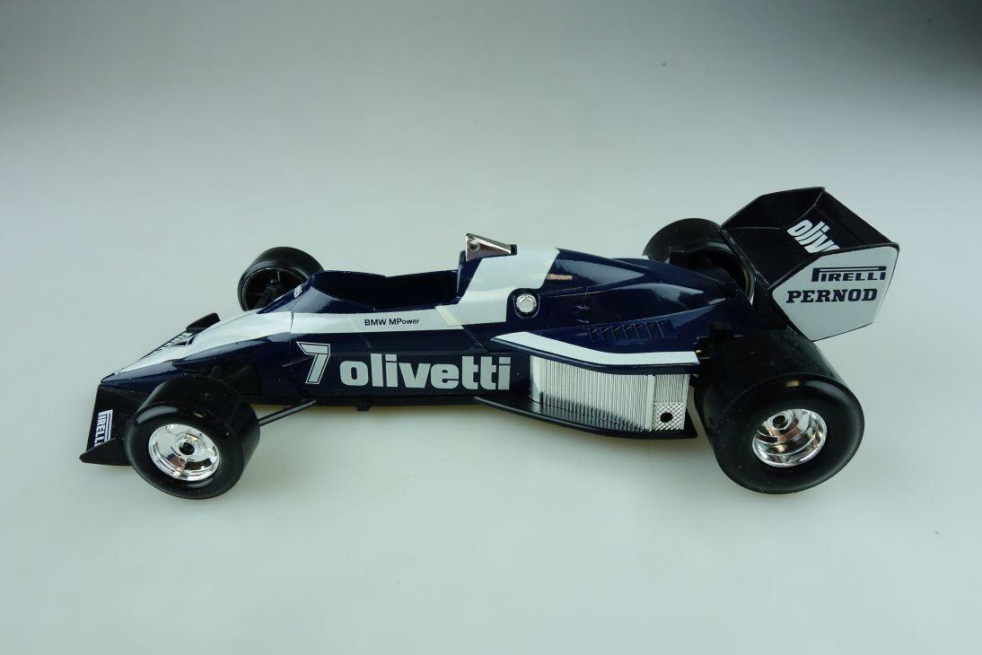 6104 Burago 1/24 BMW Brabham BT 52 Formel 1 Olivetti Rennwagen ohne Box 511714