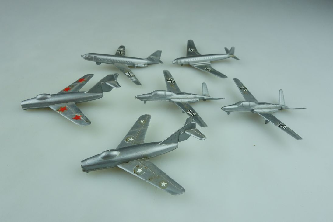 Düsenflugzeuge Plastik ca.1/400 Mig 17 Caravelle Comet Konvolut ohne Box  511794