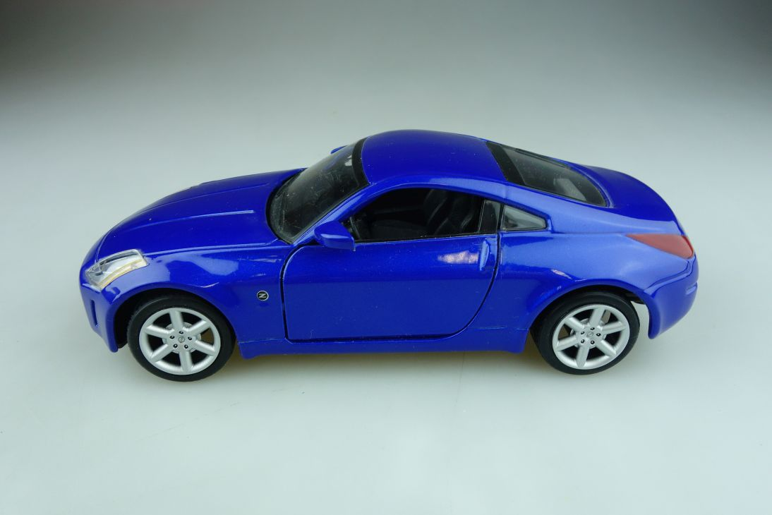 Maisto 1/24 Nissan 350 Z Coupe bluemetallic ohne Box 511824