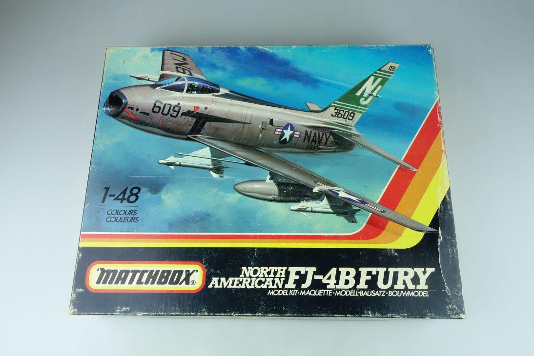 Matchbox 1/48 North American FJ-4B Fury PK-652 ohne Sockel plane modelkit 108889