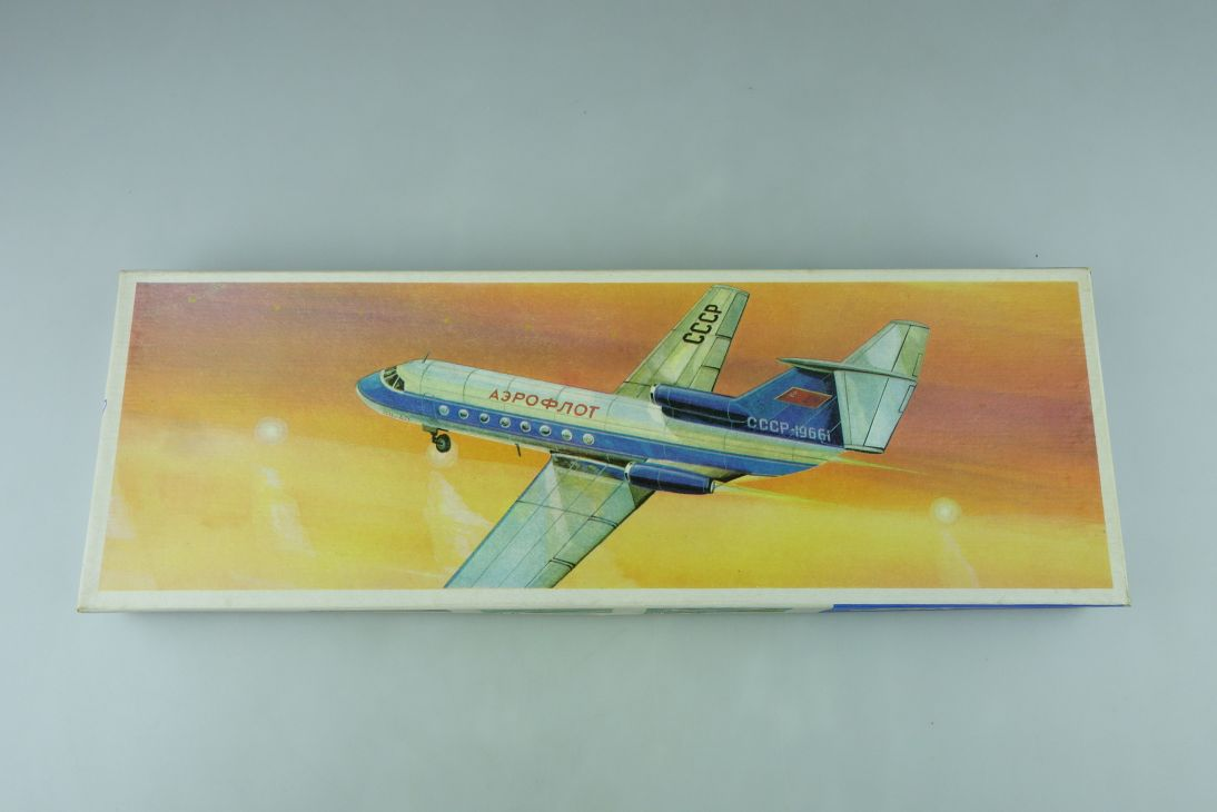VEB Plasticart 1/100 JAK-40 DDR vintage Airplane model kit 108954