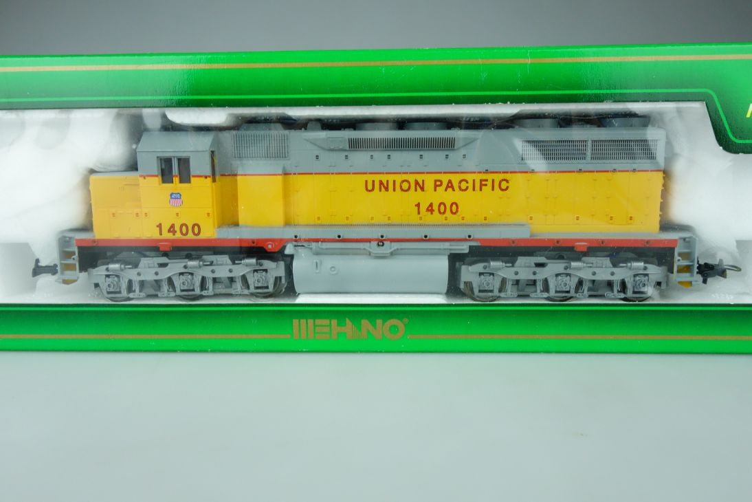 Mehano H0 T155/26378 UP Union Pacific 1400 EMD SD 35 Diesellok + Box PTa 109075