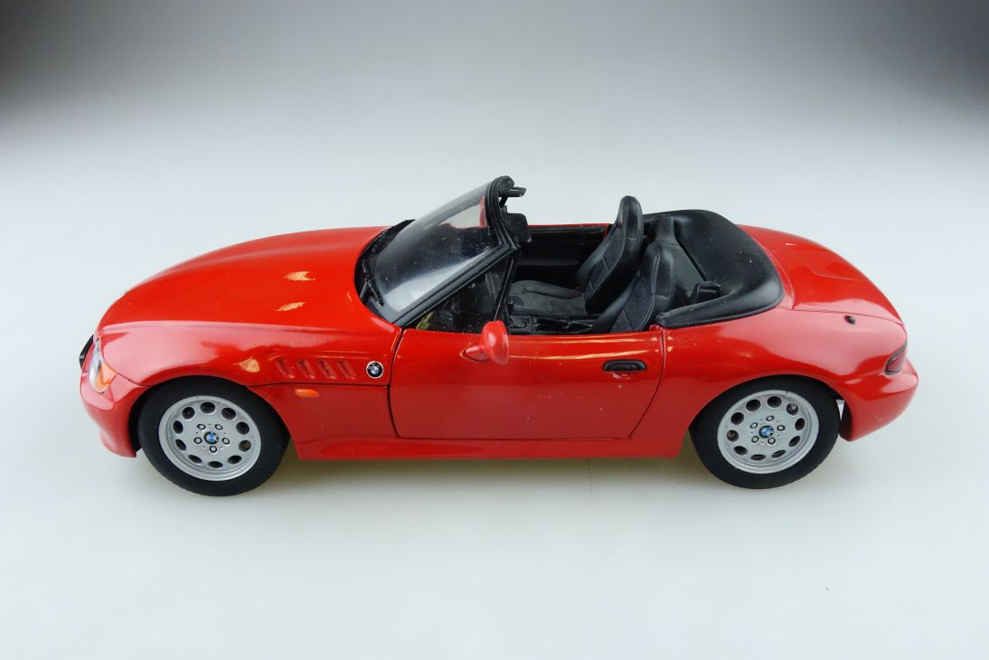 UT Models 1/18 BMW Z3 Roadster Cabrio Convertible offen rot ohne Box 512081