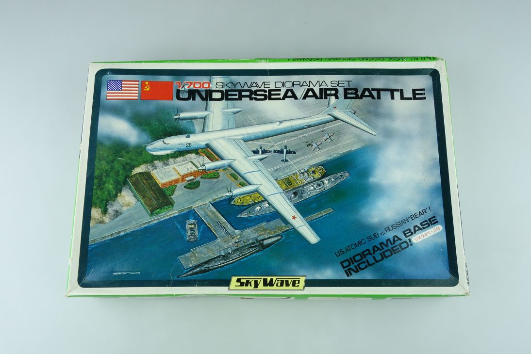 Skywave 1/700 Diorama Set Undersea/air Battle w/ base model kit 109048