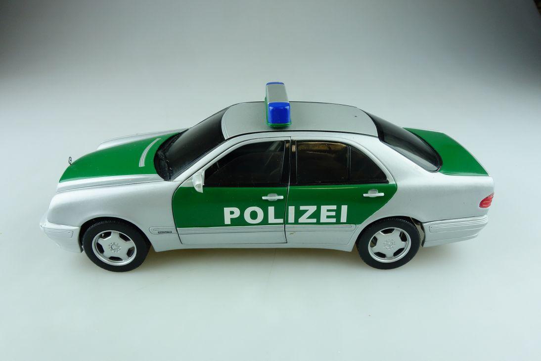 Sun Star 1/18 Mercedes Benz E Class Polizei Streifenwagen W 210 ohne Box 512125