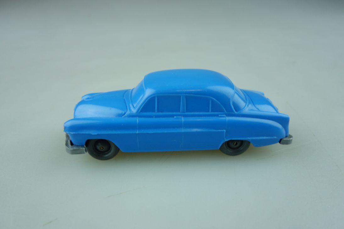 Saure 121 Wiking 1/87 Opel Kapitän lichtblau unverglast ohne Box 512248