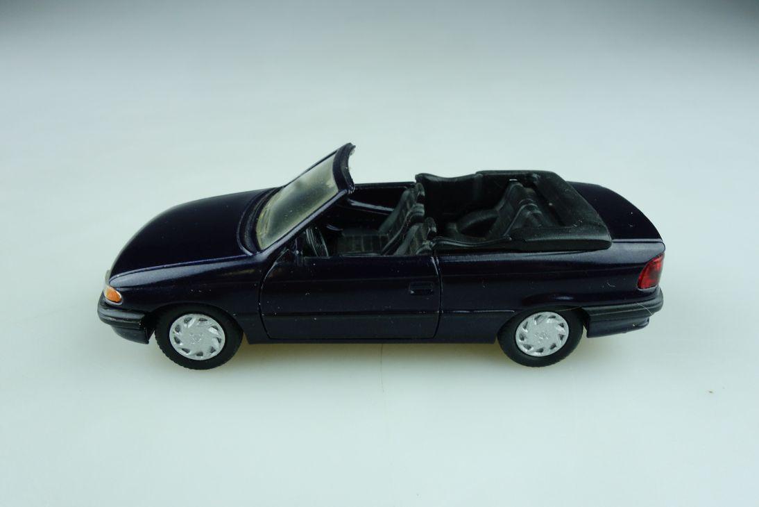 1026 Gama 1/43 Opel Astra f Cabrio Convertible dunkellila ohne Box 512302