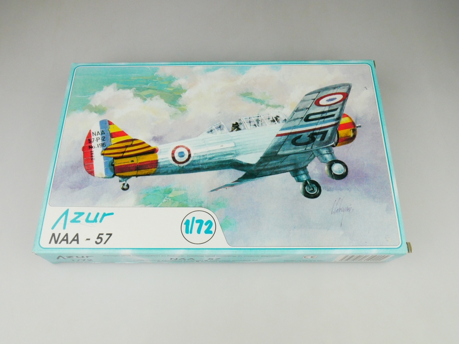 Azur 1/72 NAA - 57  No. 009 plane model kit OVP 109784