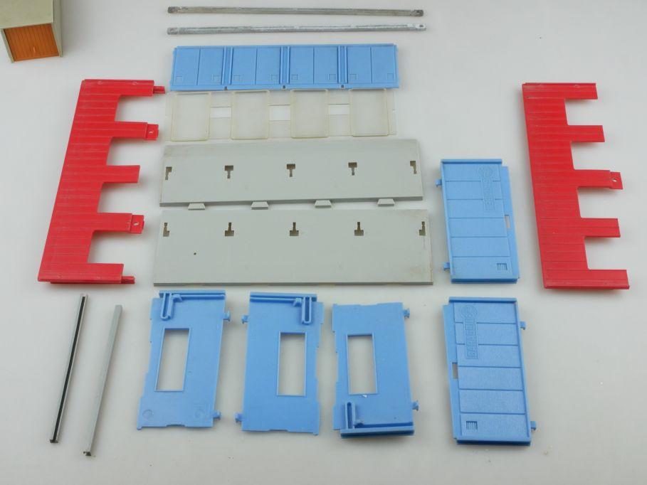 Siku V307 4fach Garage und V229 PKW Garage Beladung Fertigbauteile 110191