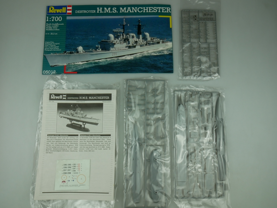 Revell 1/700 Destroyer H.M.S. Mainchester No 05012  OHNE OVP! kit 110511