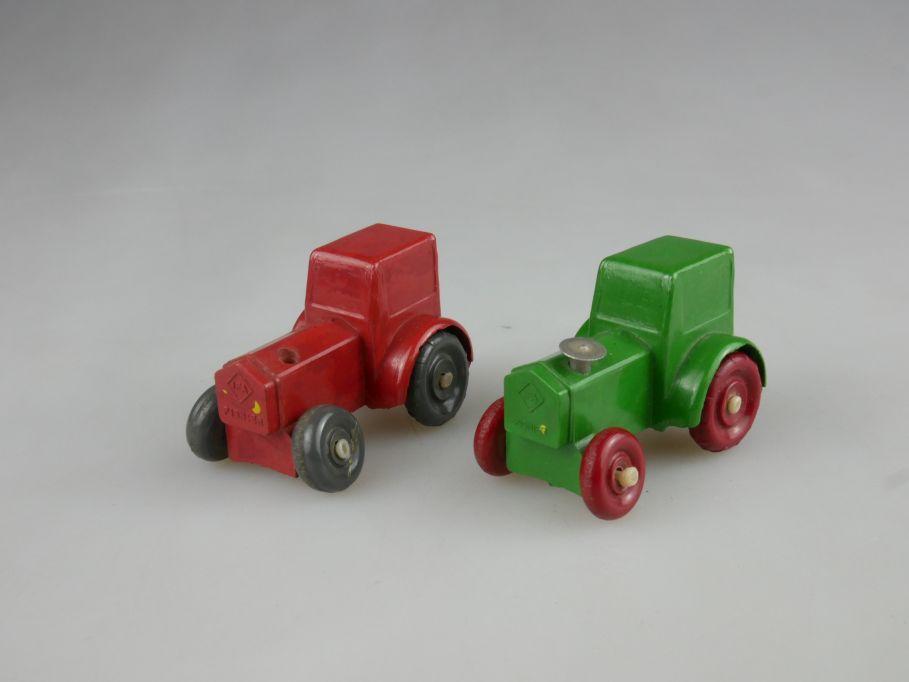 2x IGES (JGES) 905 IFA Traktor Pionier 50er Jahre Bakelit Modell grün rot 110952