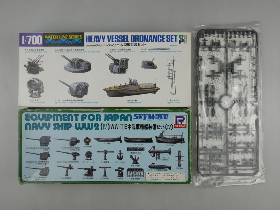 1/700 Konvolut 3x Schiff Zubehör Military Equipment in 2x Box kit 111297