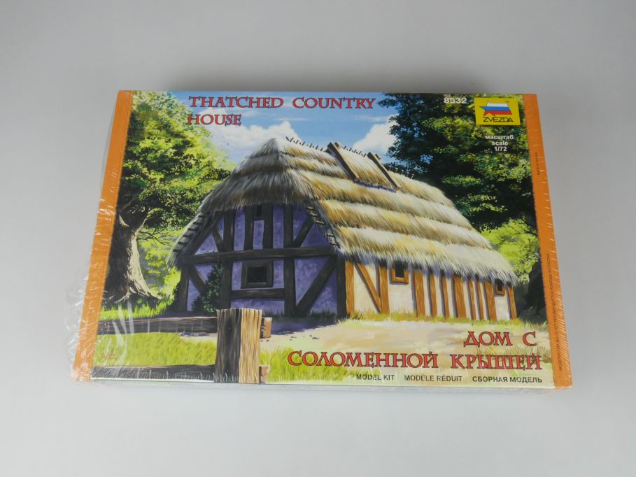 Zvezda 1/72 Thatched Country House 8532 Haus model kit w/Box 112679