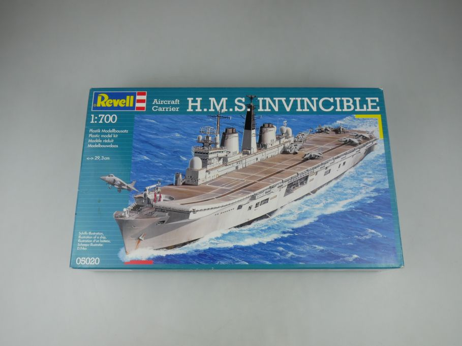 Revell 1/700 Aircraft Carrier H.M.S. Invincible 05020 ship kit w/Box 112791