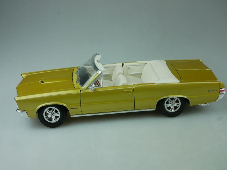 Maisto 1/18 1965 Pontiac GTO convertible Hurst diecast model 113556