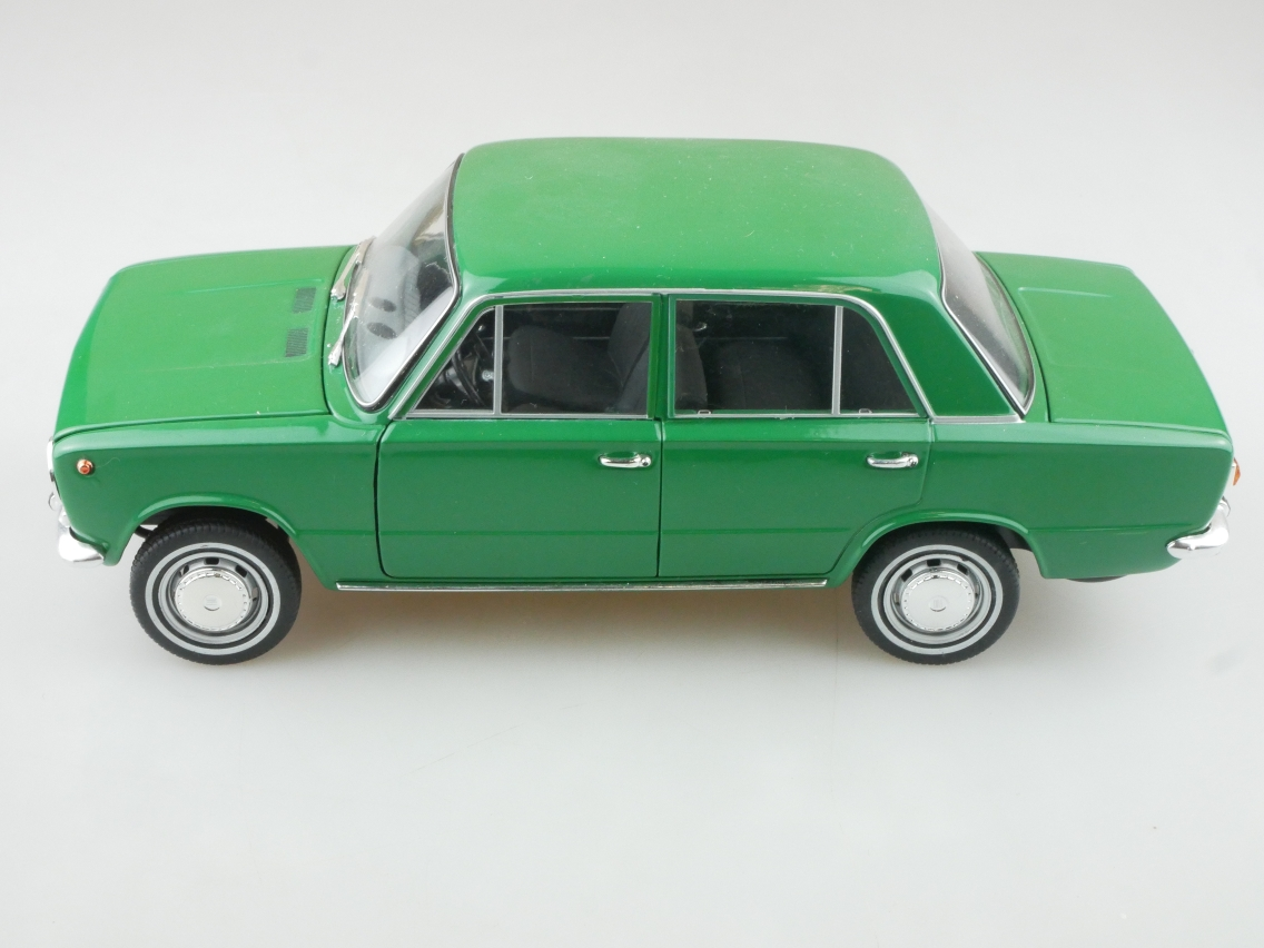 IST Models 1/18 Fiat 124 1966 green Modellauto ohne Box - 114227