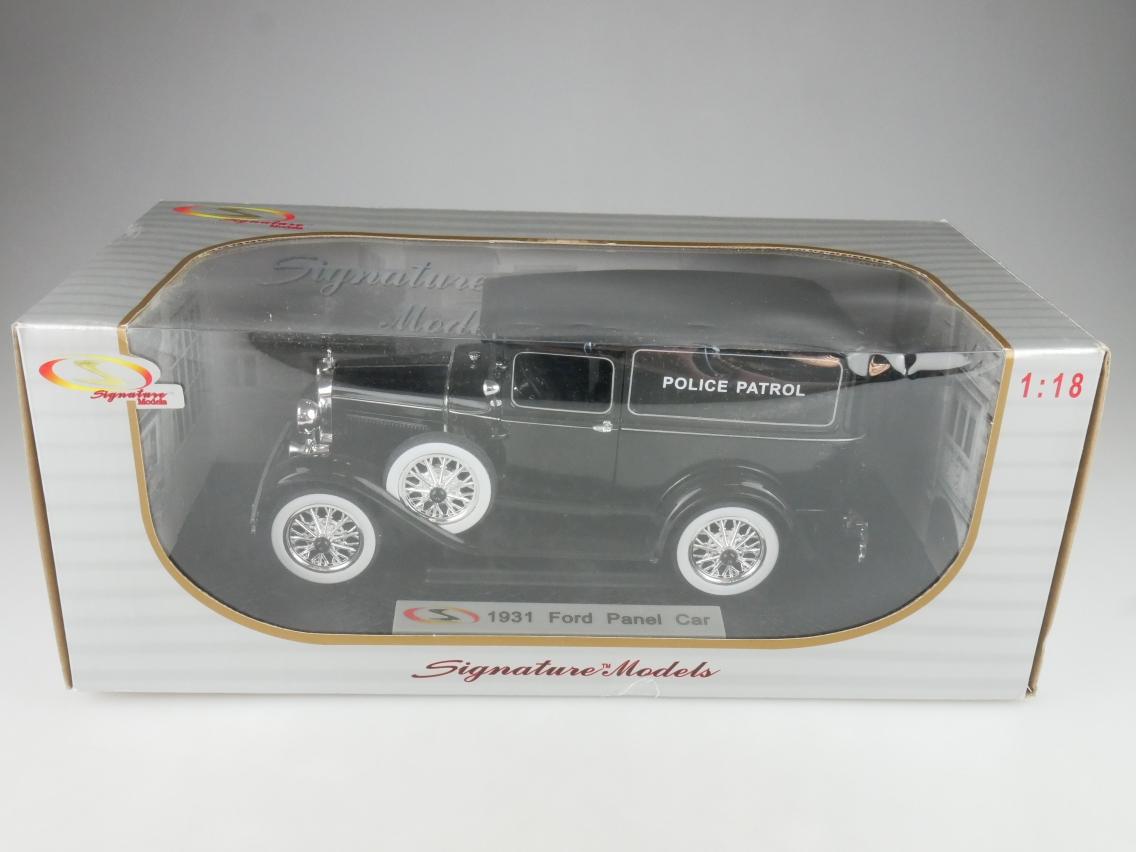Signature 1/18 1931 Ford Panel Car Police Patrol Modellauto + Box - 114179