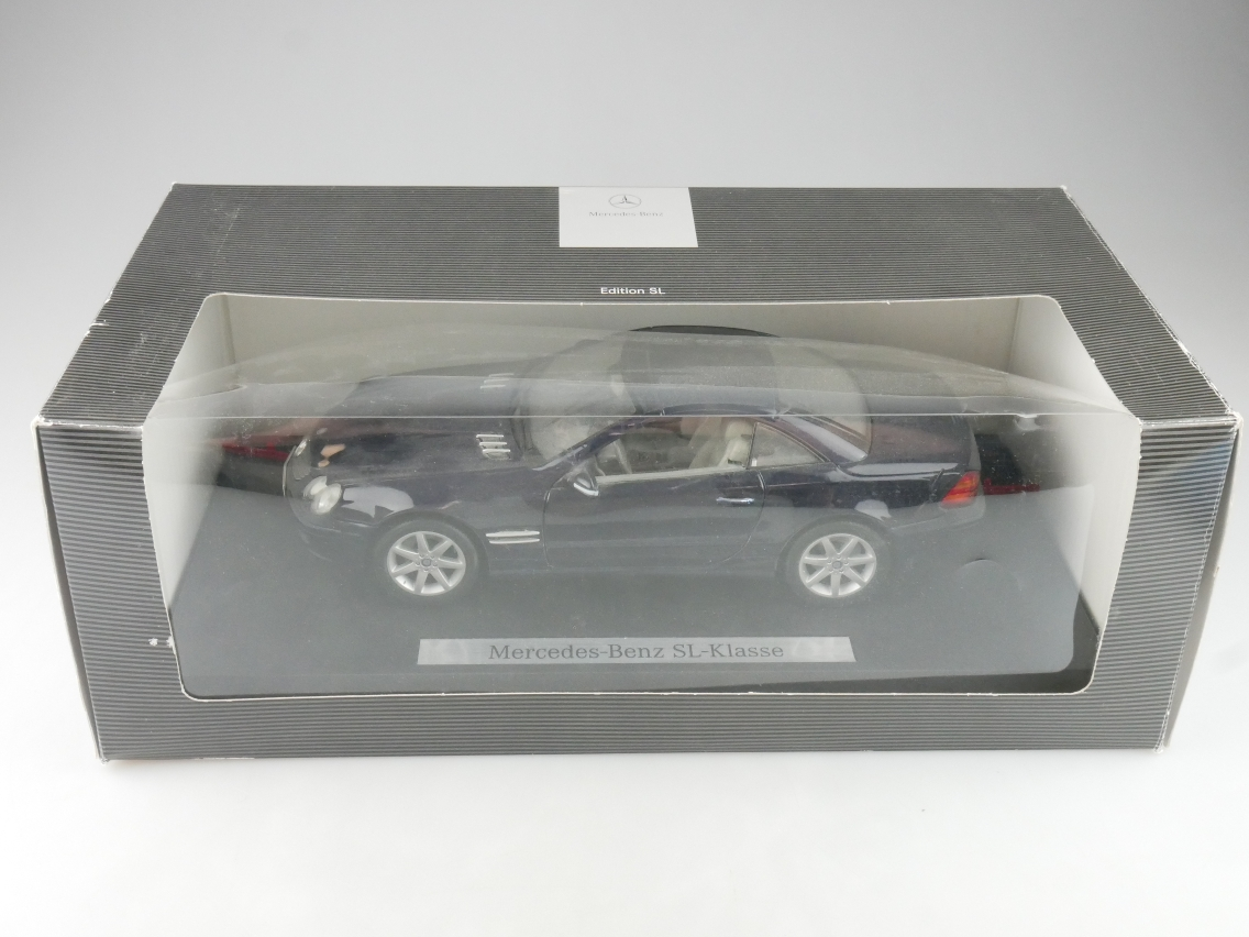 Norev 1/18 Mercedes Benz SL-Klasse 2001 R230 Dealer Modellauto + Box - 114187